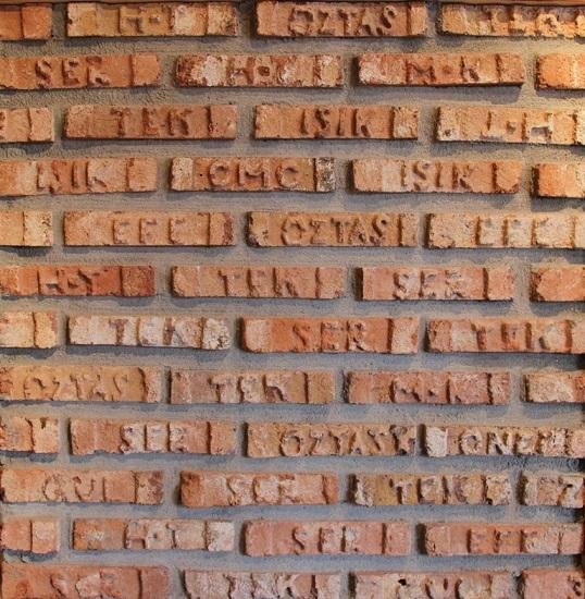 Orjinal Yazılı Çubuk Tuğla Duvar Kaplama Uygulamaları